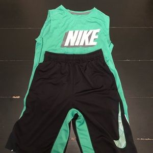 Nike Boys Basketball/Training Outfit L